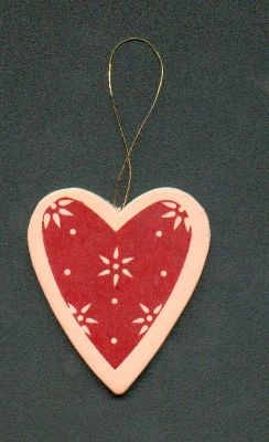 Coeur en bois rouge et rose