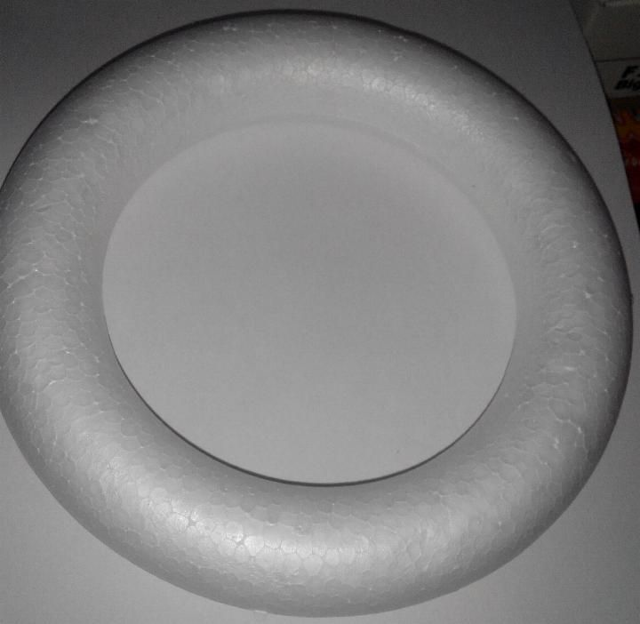Sujet d corer couronne polystyr ne 17 cm - Fourniture loisirs creatifs ...