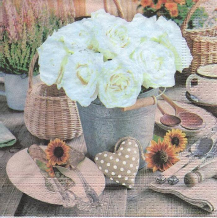 Serviette papier coeur et rose blanche 33 cm X 33 cm 3 plis