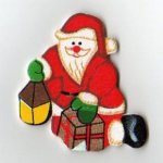 Père Noel en bois peint et cadeau 5 cm