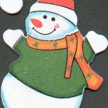 Bonhomme de neige en bois avec bonnet
