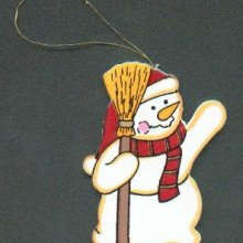 Bonhomme de neige en bois avec grand balai
