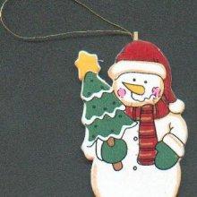 Bonhomme de neige en bois avec sapin